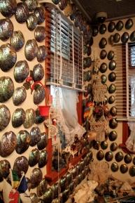 ein älteres Ehepaar hat diese Paua Muscheln gesammelt und sein gesamtes Wohnzimmer damit dekoriert - Kiwikitsch